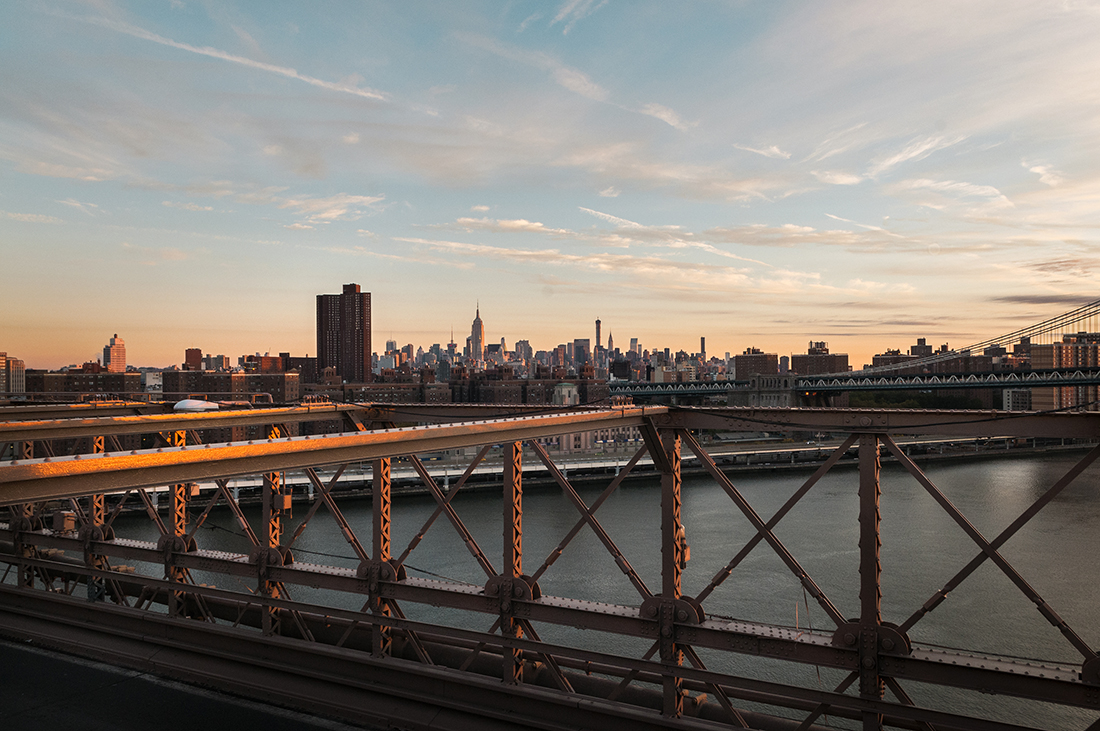 brooklyn bridge and new york city skyline at sunrise
